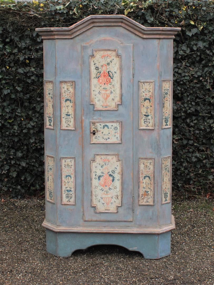 spezialisiert im antike schr nke antike schr nk antik schr nke. Black Bedroom Furniture Sets. Home Design Ideas