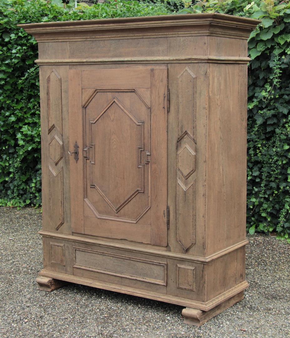 spezialisiert im antike schr nke antike schr nk antik. Black Bedroom Furniture Sets. Home Design Ideas