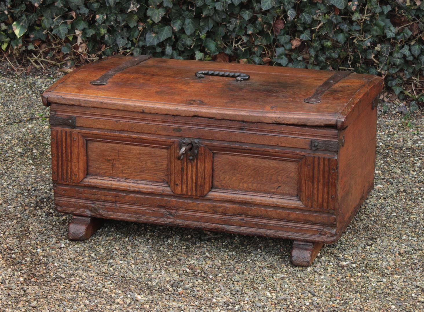 spezialisiert im antike m bel antik m bel antike m beln. Black Bedroom Furniture Sets. Home Design Ideas